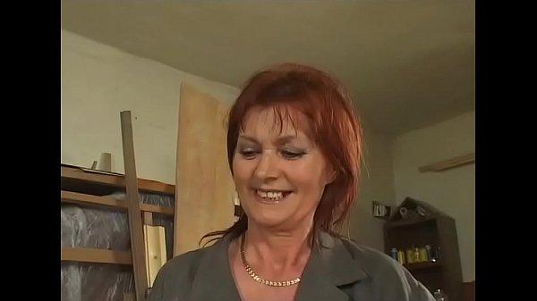 Grannie Schlampe Effie wird gestopft