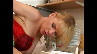 Deutsche Hausfrau devours der plumber