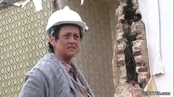 Deutsche Mutter fickt mit fremden Jungspund auf Baustelle