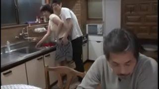 erfahrene Asiatin reife Frau was blackmailed von eine Bursche für selber machen und get molested OnMilfCam.com