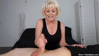 Grossmutter POV handjob