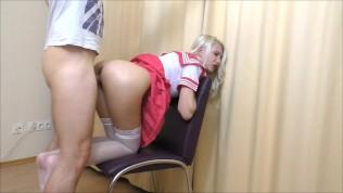 Studentin wird benutzt und squirted alot Auszubildene mit ältere Mann