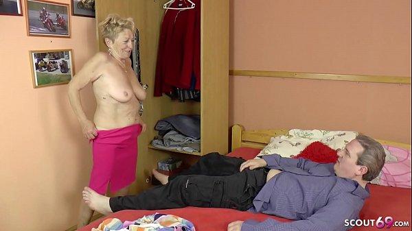 Alte Frau Verführt Jungen