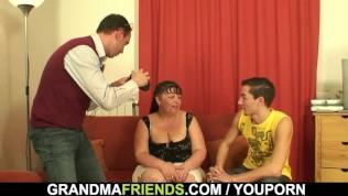 zwei boys Mädchen gebumse mollige reife Frau
