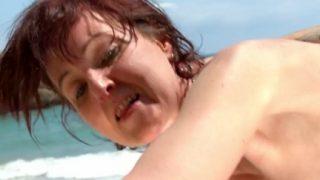 Reife Urlauberin das erste mal Sex am Strand