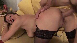 Reifer dickbusige Milf es in den Arsch besorgt