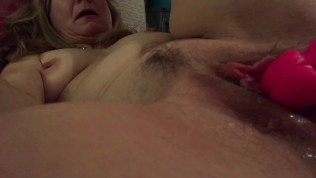 schöne feucht Wichse und nettes spritzen aus dildo sehr geschwolene Klitoris