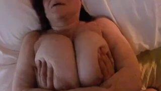 Mollige rothaarige Oma mit riesen Titten