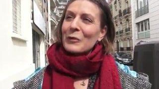 Reife Ungefickte Frau auf der Straße angesprochen und in Ferien Wohnung gefickt